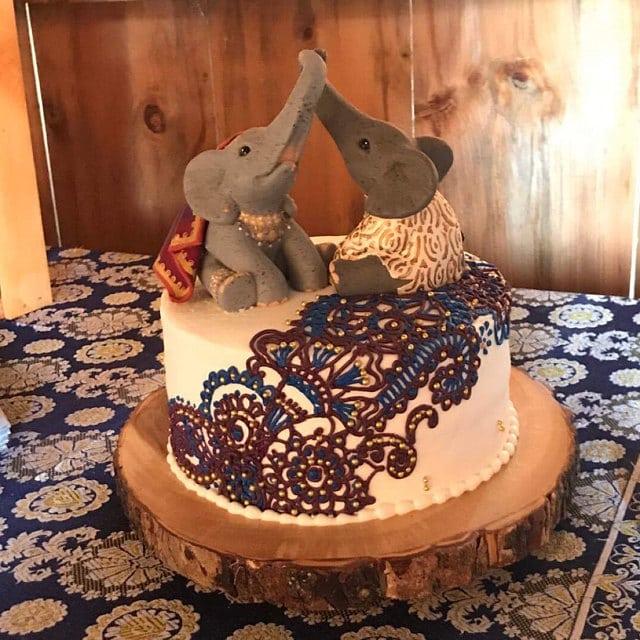 Aprils Elephants Traditional Indian Wedding Cake My Custom Cake Topper
